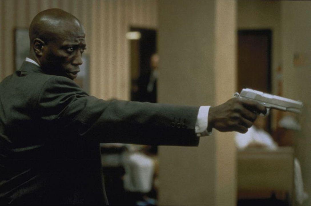 Dem Spezialagenten Mark Sheridan (Wesley Snipes) wird ein kaltblütiger Mord untergeschoben. Während eines Gefangenentransports gelingt ihm die Fluch... - Bildquelle: Warner Bros.