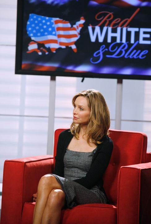 Kitty (Calista Flockhart) ist mit ihrem politischen Gegner Warren in einer Sendung und dort kommt es einer Streitigkeit, die zu einer Wette führt.... - Bildquelle: Disney - ABC International Television