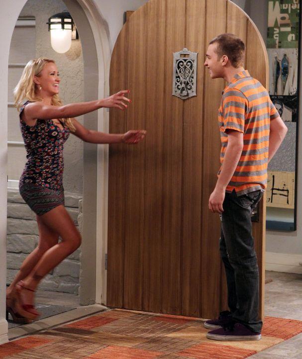 Probleme stehen an, als Jake (Angus T. Jones, r.) seine Freundin mit deren Tochter Ashley (Emily Osment, l.) betrügt ... - Bildquelle: Warner Brothers Entertainment Inc.