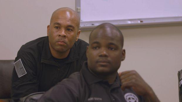 Schock und Trauer für Polizist Victor Gant Jr. (l.) und sein Team der New Orl...
