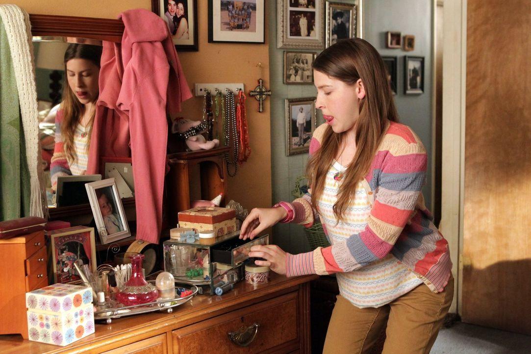 Sue (Eden Sher) und Axl sind überrascht, dass Frankie plötzlich immer weiß, was die beiden hinter ihrem Rücken treiben. Sie ahnen nicht, dass ihr ei... - Bildquelle: Warner Brothers