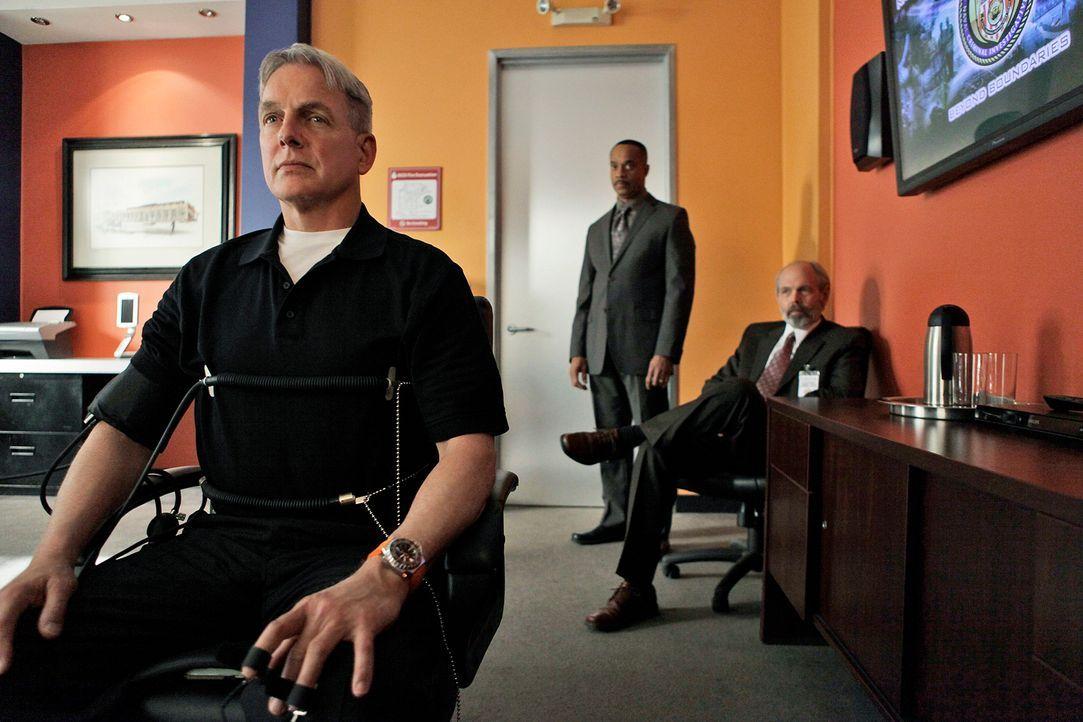 Ein neuer Mordfall gibt Gibbs (Mark Harmon, l.), Vance (Rocky Carroll, M.) und Fornell (Joe Spano, r.) Rätsel auf ... - Bildquelle: Cliff Lipson CBS Television