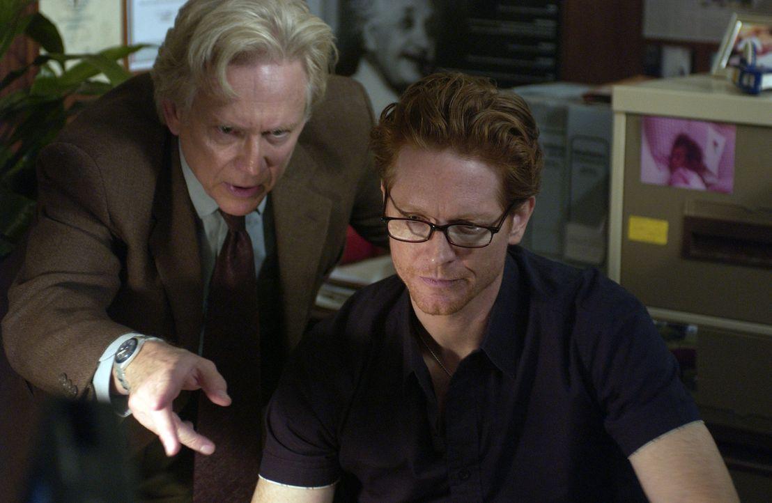 Howard (Eric Stoltz, r.) und Stan (Bruce Davison, l.) lässt das Erlebte nicht ruhen. Stan sieht den Schlüssel zu allem in Heather, aber seine Rech... - Bildquelle: The Sci-Fi Channel