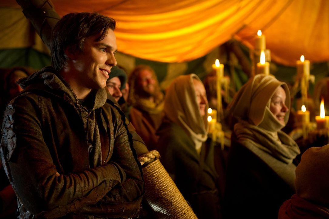 Als Bauernsohn Jack (Nicholas Hoult, l.) auf dem Jahrmarkt einer Gruppe von Gauklern zusieht, ahnt er nicht, dass dies der Anfang eines riesigen Abe... - Bildquelle: Warner Brothers