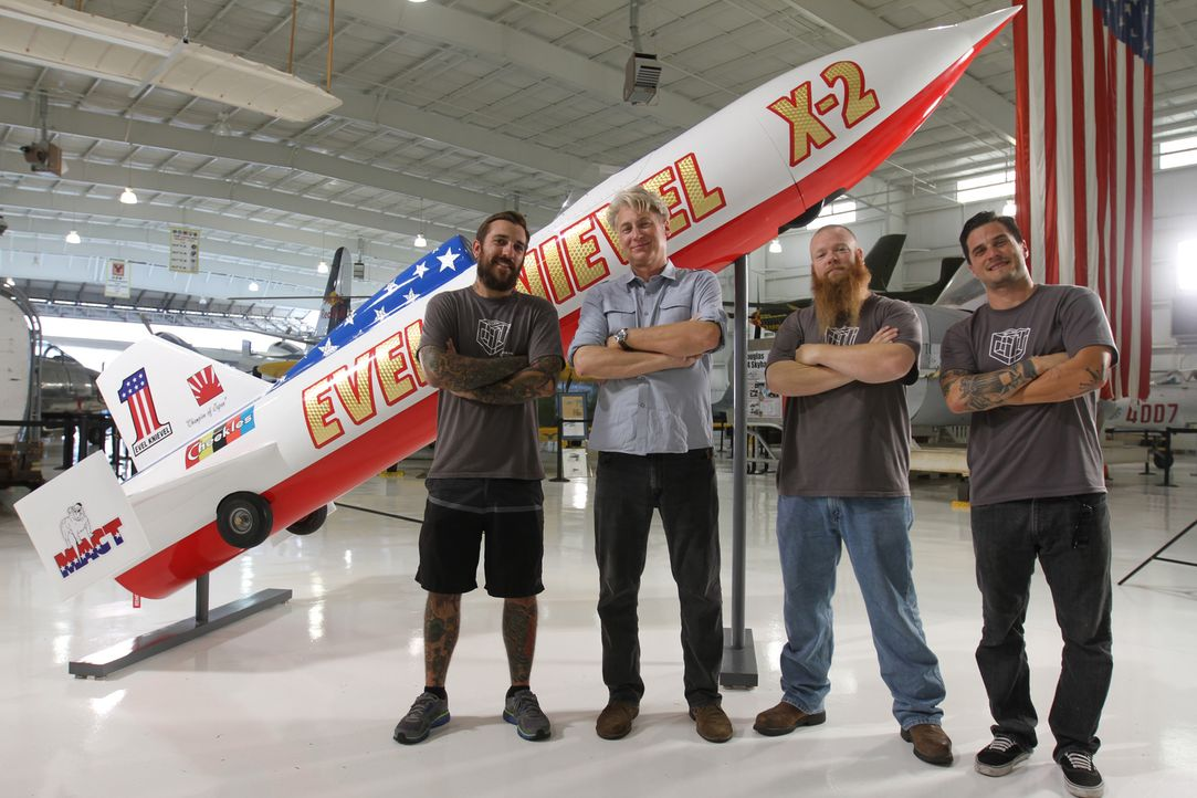 "Das ""Museum Men""-Team von Creative Arts (Foto) rekonstruiert dieses Mal eine ""Bell X1"" für das ""Armed Forces Museum"" in Largo, Florida. Der US-ameri... - Bildquelle: 2014 A&E TELEVISION NETWORKS, LLC. ALL RIGHTS RESERVED."