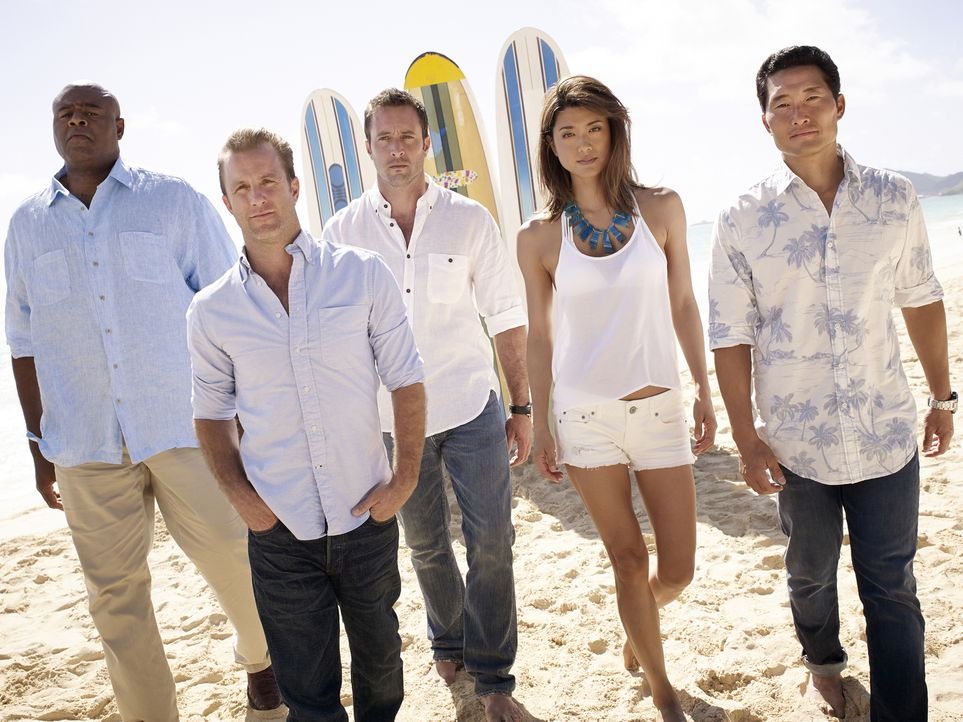 (5. Staffel) - Im Kampf gegen das organisierte Verbrechen im Paradies: Steve (Alex O'Loughlin, M.), Danny (Scott Caan, 2.v.l.), Chin (Daniel Dae Kim... - Bildquelle: Art Schreiber 2014 CBS Broadcasting Inc. All Rights Reserved.