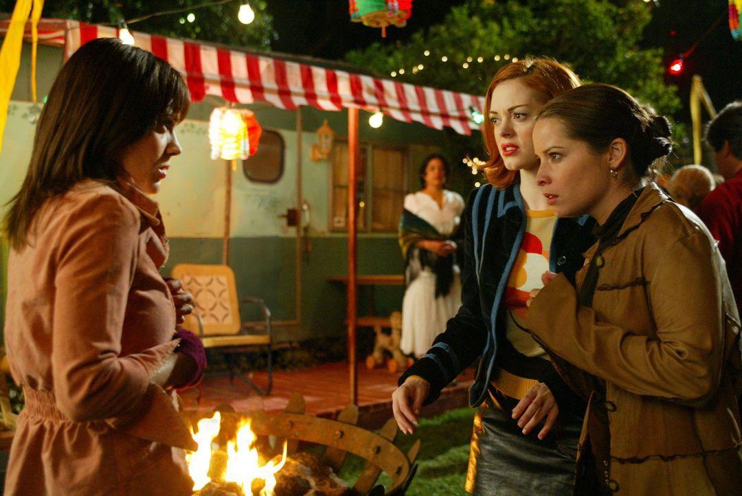 Der Dämon Orin ist hinter den Hohepriesterinnen der Gypsis her. Deshalb müssen Phoebe (Alyssa Milano, l.), Paige (Rose McGowan, M.) und Piper (Holly... - Bildquelle: Paramount International Television