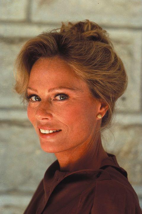(1. Staffel) - Sie ist Angelas älteste Tochter Julia Cumson (Abby Dalton) ist auf Falcon Crest vor allem für die Weinherstellung zuständig - daneben...