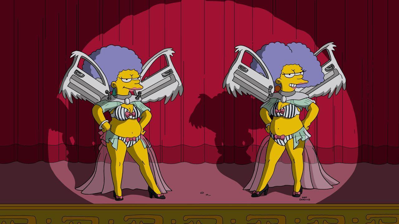 Der Auftritt von Patty (l.) und Selma (r.) bei dem 38. Annual DMV Award ist für Homer unerträglich. Er verlässt frühzeitig die Veranstaltung ... - Bildquelle: 2016-2017 Fox and its related entities. All rights reserved.