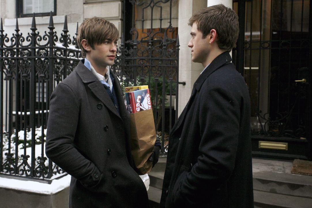 Nate (Chace Crawford, l.) trifft zufällig auf seinen Cousin Tripp (Aaron Tveit, r.), der ihn zu einem Familientreffen einlädt. Doch wird Nate die Ei... - Bildquelle: Warner Brothers