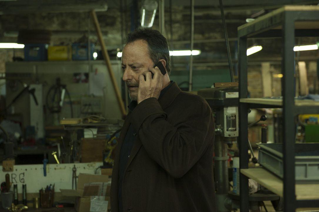 Jo St-Clair (Jean Reno) ist bei seinen neuen Ermittlungen im Zwiespalt. Er verheimlicht Informationen während seiner Ermittlungen um seine pillenab... - Bildquelle: Stéphanie Dupont Atlantique Productions
