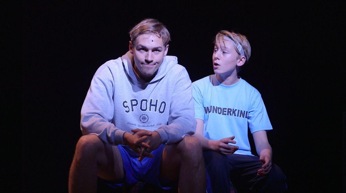 41_Dominik Hees-spielt Helmut Rahn-Probe mit Leif Lunburg als Mattes