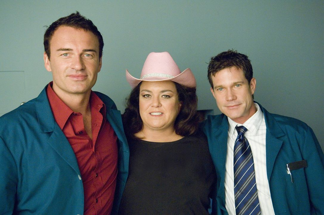 Dawn Budge (Rosie O'Donnell, M.) kommt wieder zu Christian (Julian McMahon, l.) und Sean (Dylan Walsh, r.). Sie hatte sich teure Ohrringe geleistet... - Bildquelle: TM and   2004 Warner Bros. Entertainment Inc. All Rights Reserved.
