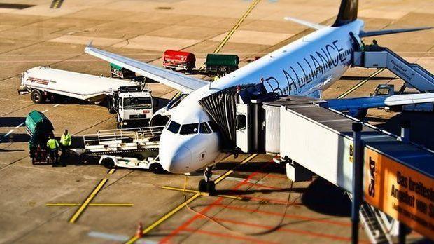 Flugzeug_Flughafen