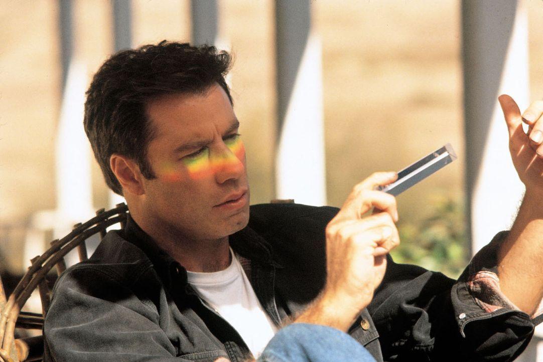 Jeder in der Kleinstadt Harmon kennt George Malley (John Travolta) als netten Kerl und zuverlässigen Freund. Eben als einen ganz normalen Nachbarn!... - Bildquelle: Buena Vista Pictures