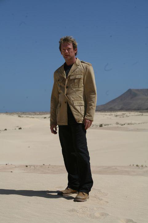 Macht Jagd auf Dinosaurier und andere Urzeitmonster: Cutter (Douglas Henshall) ... - Bildquelle: ITV Plc
