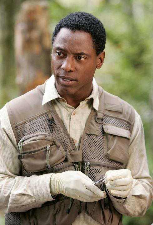 Um nicht ganz alleine zum fischen gehen zu müssen, lädt Derek, Burke (Isaiah Washington) dazu ein… - Bildquelle: Touchstone Television