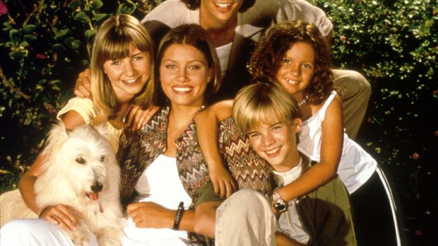 (3. Staffel) - Die Camden-Geschwister: Lucy (Beverly Mitchell, l.), Mary (Jes...