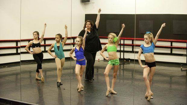 Bei ihren Proben wären Brooke (l.), Nia (2.v.l.), Maddie (M.), Paige (2.v.r.)...