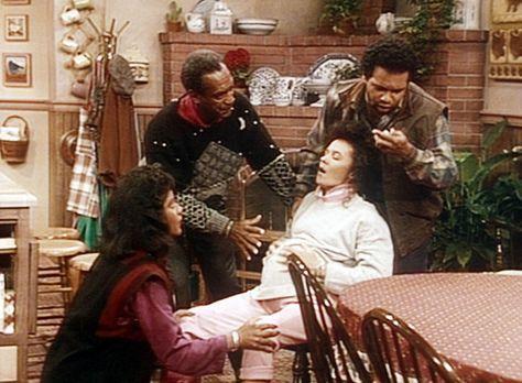 Bill Cosby Show - Clair (Phylicia Rashad, l.), Cliff (Bill Cosby, 2.v.l.) und...
