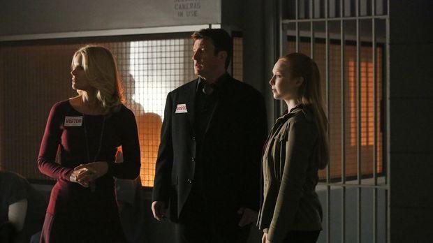 Alexis (Molly C. Quinn, r.) und ihr Vater (Nathan Fillion, M.) treffen sich i...