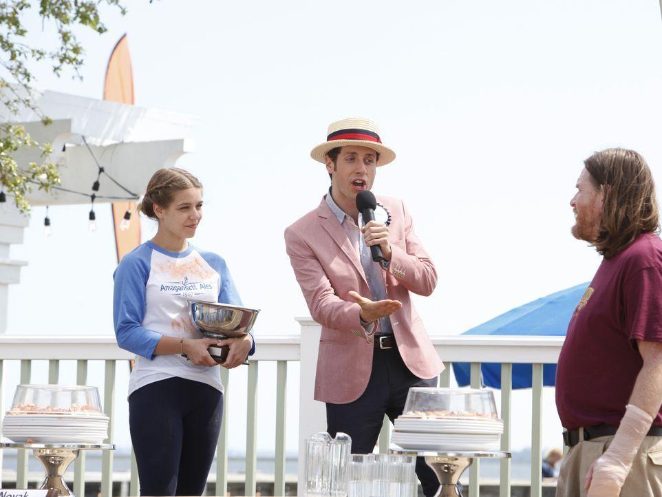 (v.l.n.r.) Rosie Novak (Savannah Wise); Evan Lawson (Paulo Costanzo); Ernie (Donal Logue) - Bildquelle: Quantrell D. Colbert 2012 USA Network Media, LLC/Quantrell D. Colbert