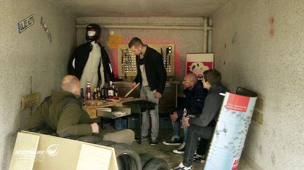 abenteuer leben video die ultimative m nner garage f r nur 100 euro kabeleins. Black Bedroom Furniture Sets. Home Design Ideas