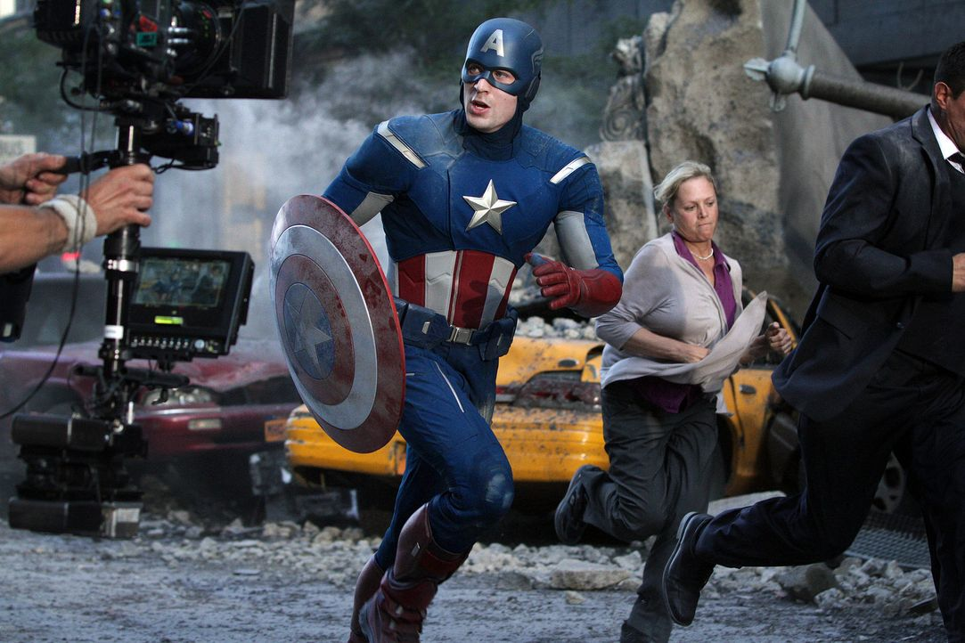 the-avengers-set-026-2011-mvlffllc-tm-2011-marveljpg 2000 x 1333 - Bildquelle: 2011 MVLFFLLC TM & 2011 Marvel