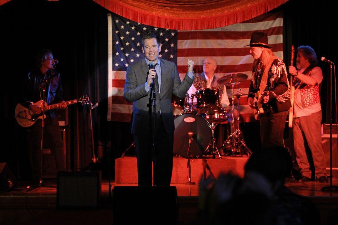 Wer hätte das gedacht? Tony (Michael Weatherly, vorne) kann auch richtig rocken ... - Bildquelle: CBS Television