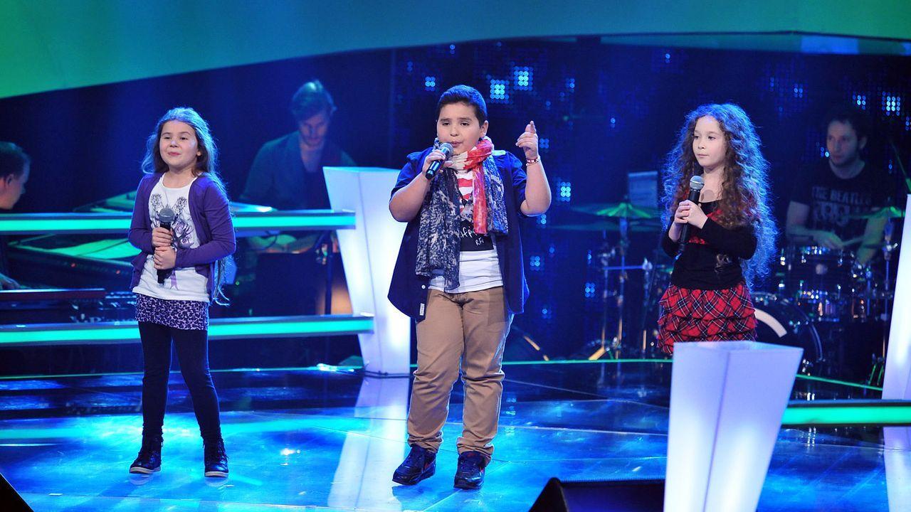 The-Voice-Kids-Stf02-Epi05-Salvatore-Larissa-EmmieLee-8-SAT1-Andre-Kowalski - Bildquelle: SAT.1/Andre Kowalski