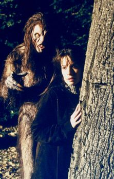 Charmed - Zauberhafte Hexen - Piper (Holly Marie Combs, r.) wird von einem &q...