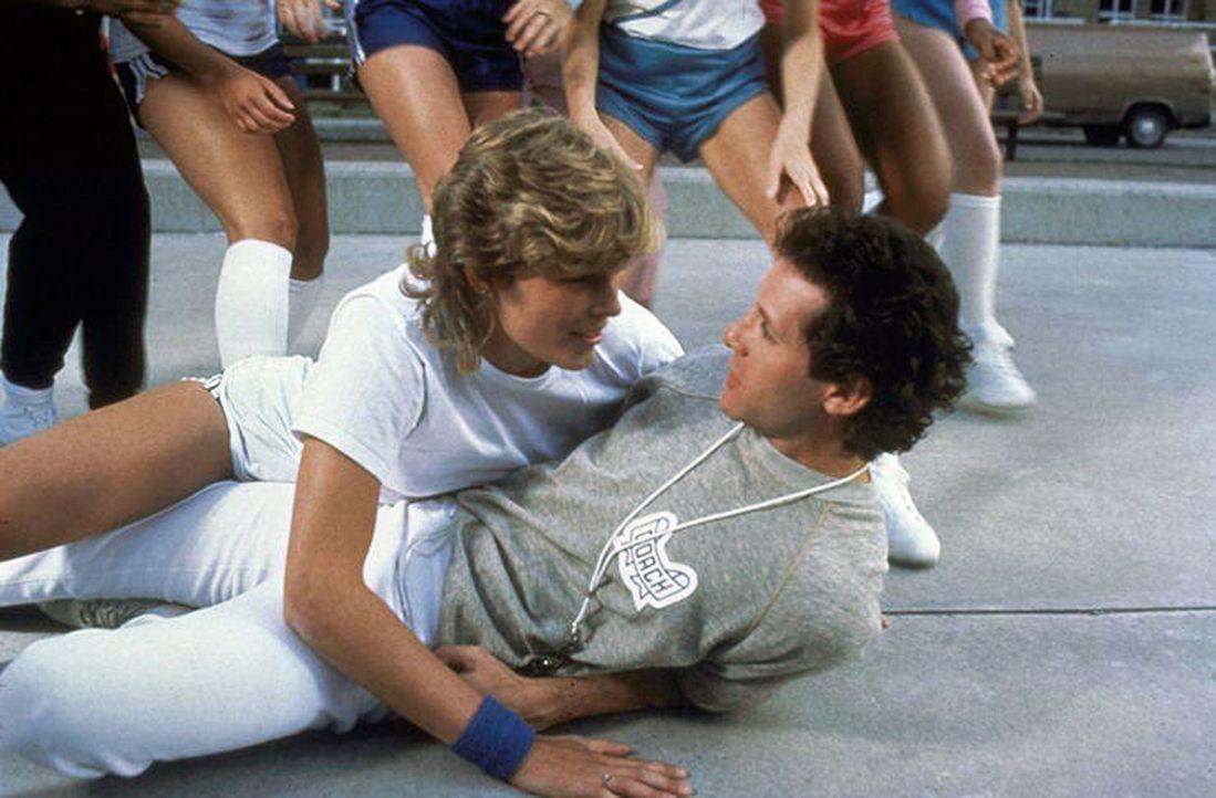 Im freien Fall: Cary Mahoney (Steve Guttenberg, r.) und Laverne Hooks (Marion Ramsey, l.) ... - Bildquelle: Warner Bros.