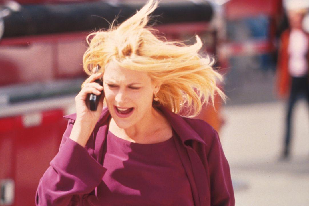 Als Jakes Frühwarnsystem eine Tornadowarnung ausgibt, versucht Dee (Thea Gill) verzweifelt, die Behörden von der drohenden Gefahr zu überzeugen.... - Bildquelle: Regent Entertainment