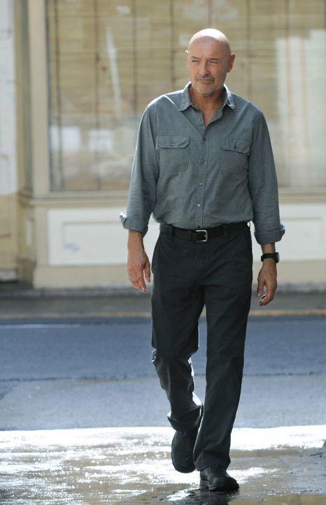 Sieht sich gezwungen, Steve die Wahrheit über Shelbourne zu erzählen, bevor Unschuldige verletzt werden: Joe (Terry O'Quinn) ... - Bildquelle: TM &   CBS Studios Inc. All Rights Reserved.