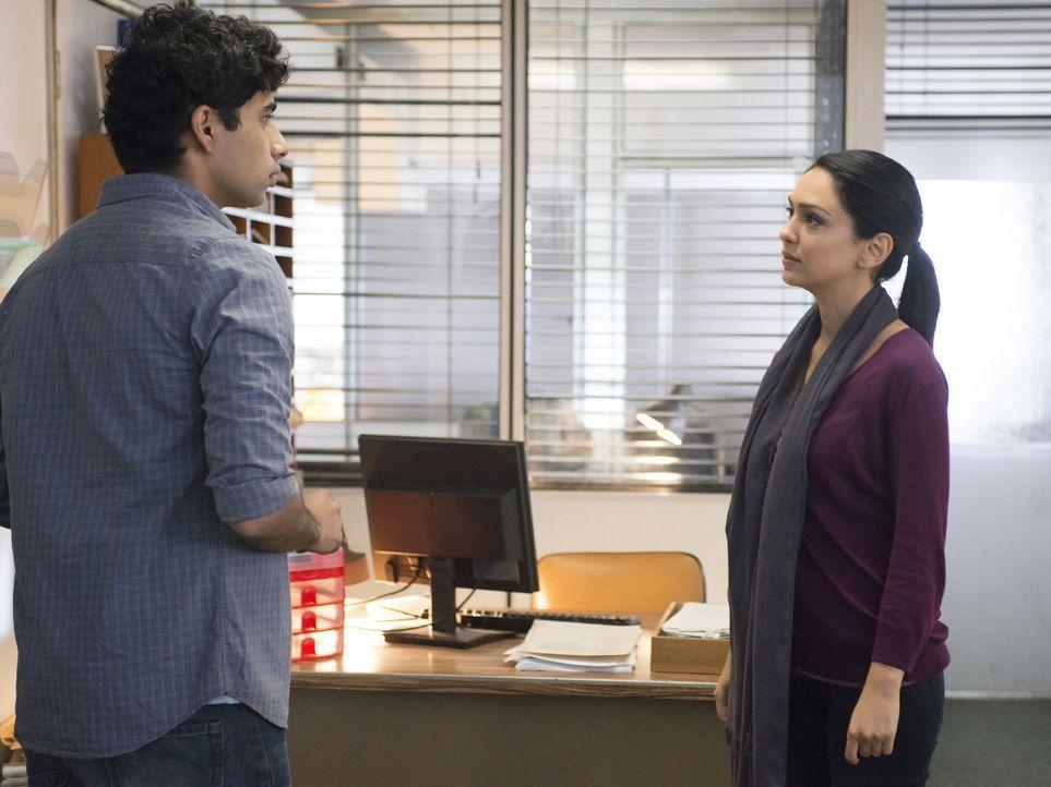Bei den Beschattungen von Aayan Ibrahim (Suraj Sharma, l.) stößt Fara (Nazanin Boniadi, r.) auf ein überraschendes Geheimnis von ihm ... - Bildquelle: Homeland   2014 Twentieth Century Fox Film Corporation