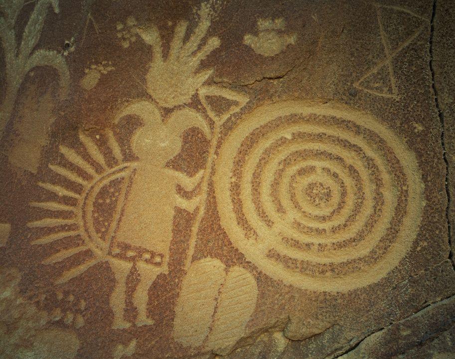 Ein Anasazi Petroglyph bildet neben einer Sanduhr auch eine spiralförmige Darstellung ab. Könnte dies eine zyklische Interpretation der Zeit darstel... - Bildquelle: David Muench / Corbis