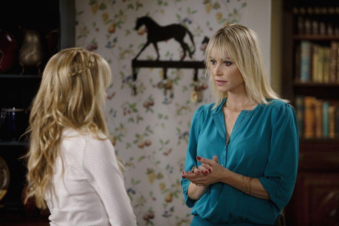 Grace (Megan Park, l.) erzählt ihrer Mutter (Josie Bissett, r.), dass sie sich nun bereit fühlt, mit Grant einen Schritt weiter zu gehen ... - Bildquelle: Randy Holmes 2010 Disney Enterprises, Inc. All rights reserved.