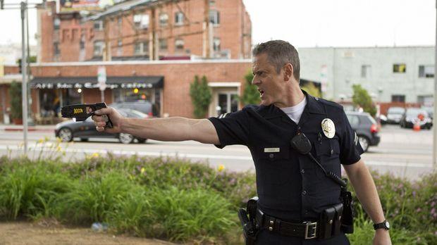Mit Officer Dewey Dudek (C. Thomas Howell) sollte man sich besser nicht anleg...