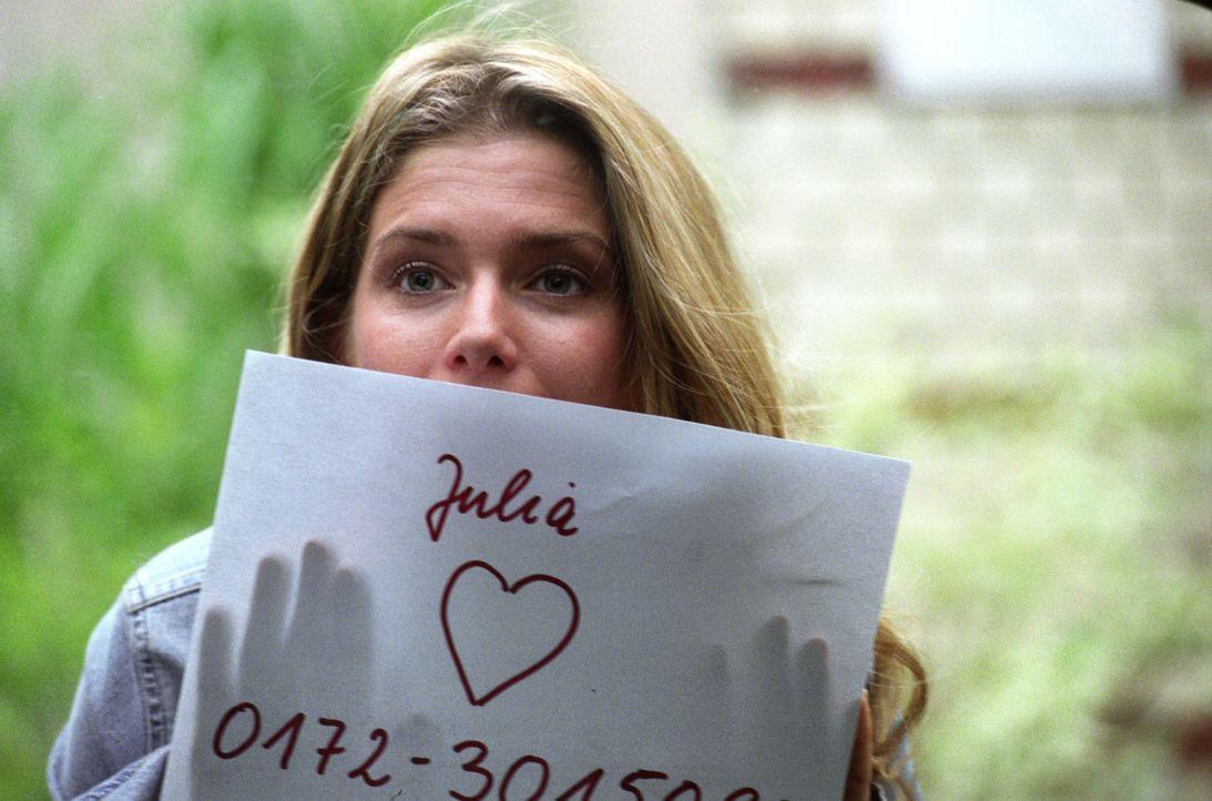 Auf dem Weg zur Arbeit begegnet die quirlige Tanzlehrerin Julia (Jeanette Biedermann) im Zug auf dem gegenüberliegenden Gleis ihrem Traummann. Kurz... - Bildquelle: Hans-Joachim Pfeiffer Sat.1