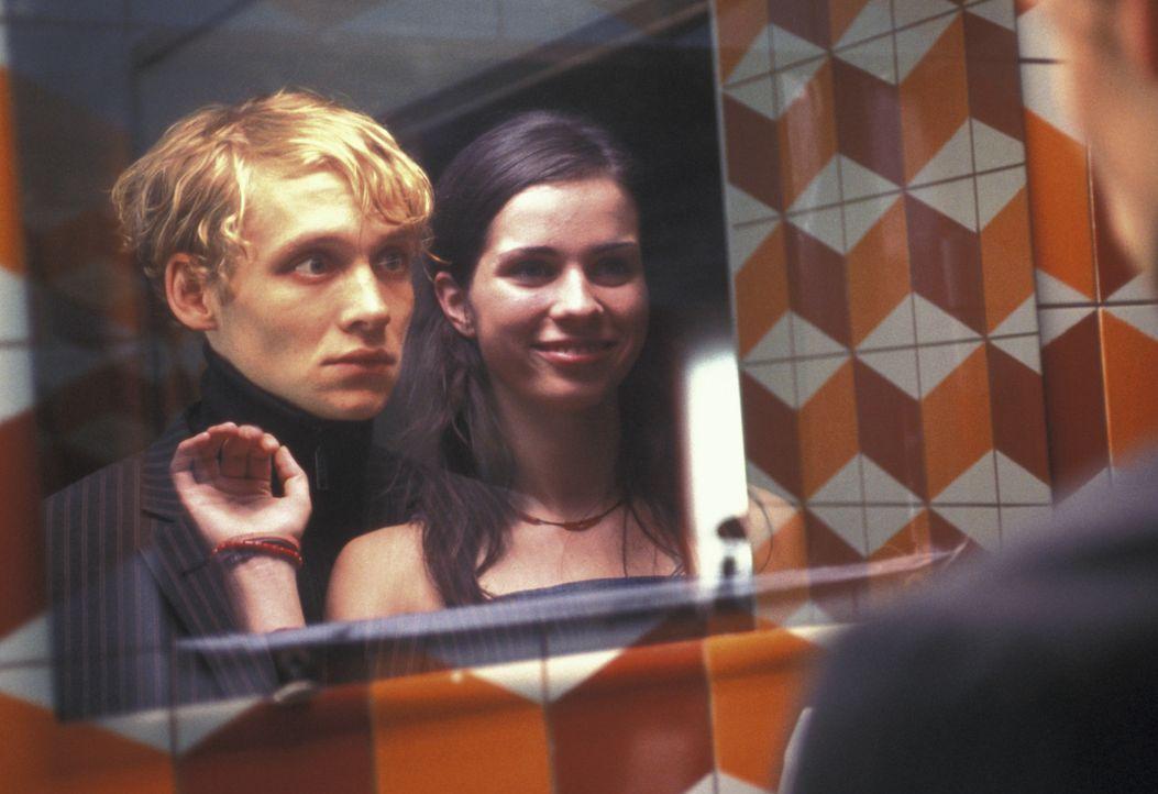 Die Trennung von Katharina (Nora Tschirner, r.) bewirkt Unerwartetes: Zum ersten Mal verliebt sich Ben (Matthias Schweighöfer, l.) wirklich in sie... - Bildquelle: Concorde Filmverleih GmbH