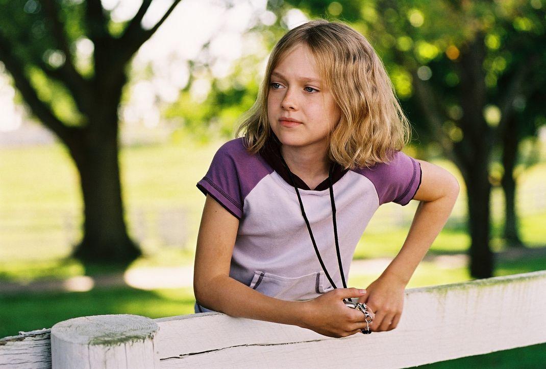Cale (Dakota Fanning) rettet gemeinsam mit ihrem Daddy das verletzte Rennpferd Sonya vor dem Einschläfern, päppelt es auf und meldet es schließli... - Bildquelle: Epsilon Motion Pictures