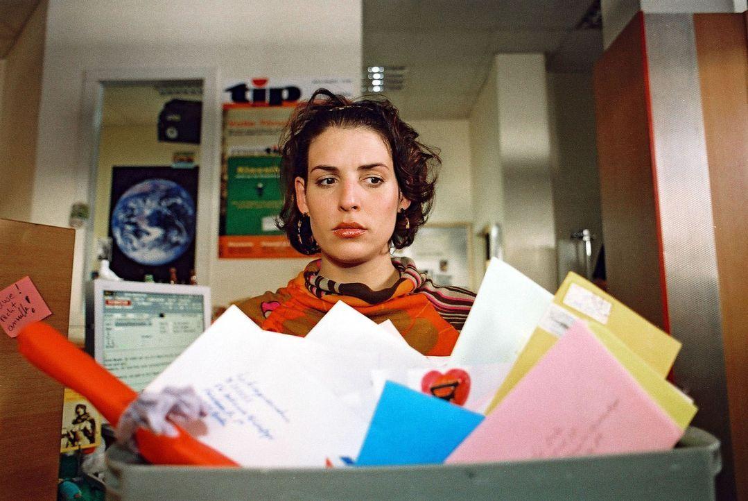 Annabelle (Elena Uhlig) hat zwar mit vielen Zuschriften auf die Chiffreanzeige von Daniel Odenthal gerechnet, aber mit so vielen dann doch nicht ... - Bildquelle: Gordon Mühle Sat.1