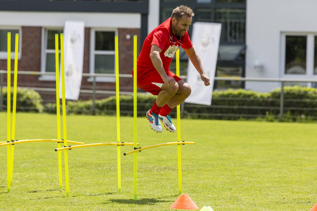 Möchte gegen den BVB antreten, doch wird Bernie Kuhnt es in die Mannschaft schaffen? - Bildquelle: Frank Dicks SAT.1