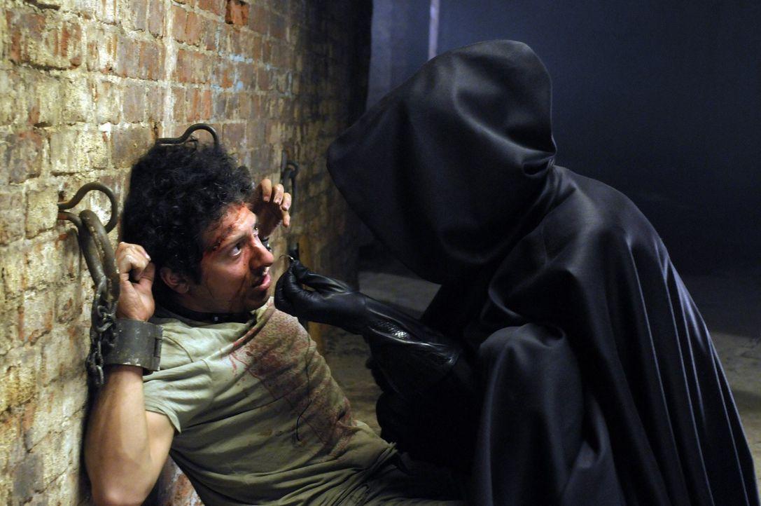 In der Gewalt eines hemmungslosen Wahnsinnigen: Mike (Fahri Ogün Yardim) ... - Bildquelle: Katrin Knoke ProSieben