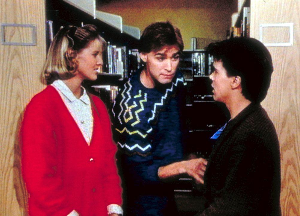Richard (J. Eddie Peck, M.) macht sich über den Größenunterschied von Kate (Susan Savage, l.) und Sammy (Joel Hoffman) lustig. - Bildquelle: Worldvision Enterprises, Inc.