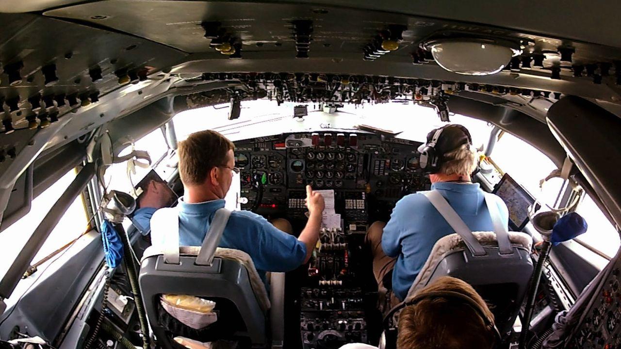 Nerven aus Stahl, scharfe Augen und eine ruhige Hand sind essentiell für Piloten an Bord der Omega-707-Tanker und der Empfänger-Jets. - Bildquelle: EXPLORATION PRODUCTION INC./DISCOVERY
