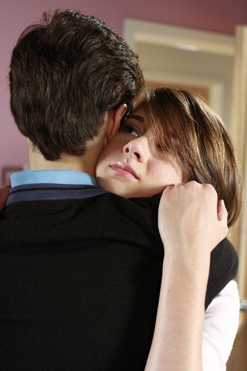 Was für ein süßes Pärchen - doch können die beiden mit ihren 15 Jahren wirklich schon heiraten? Ben (Kenny Baumann, l.) und Amy (Shailene Woodley, r... - Bildquelle: ABC Family