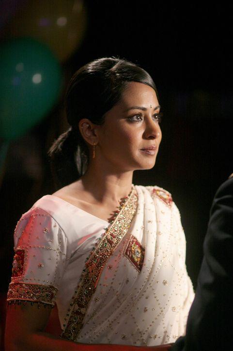Michael will für immer mit Neela (Parminder Nagra) zusammen sein und macht ihr deshalb ganz überraschend einen Heiratsantrag ... - Bildquelle: Warner Bros. Television