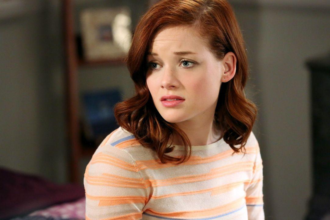 Auch wenn sie nicht völlig überzeugt von der Beziehung mit Ryan war, vermisst Tessa (Jane Levy) ihren ehemaligen Freund nun doch mehr als erwartet... - Bildquelle: Warner Brothers