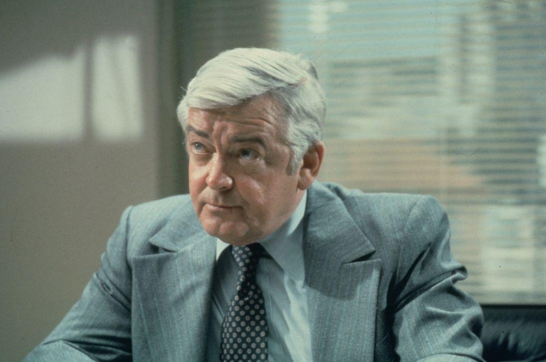 Lt. Frank Monahan (Garry Walberg) von der Mordkommission der Polizei von Los Angeles hat wieder einen neuen Fall für Quincy ... - Bildquelle: Universal Pictures